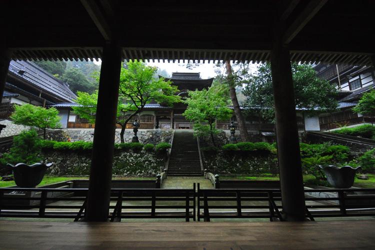 永平寺・中雀門 山門より ページトップへ 仏殿 古来禅宗では伽藍の配置を人の体にあては... 日