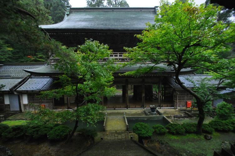 永平寺・山門 中雀門より 中雀門(ちゅうじゃくもん) 中雀門は、山門と仏殿の中間に位... 日本