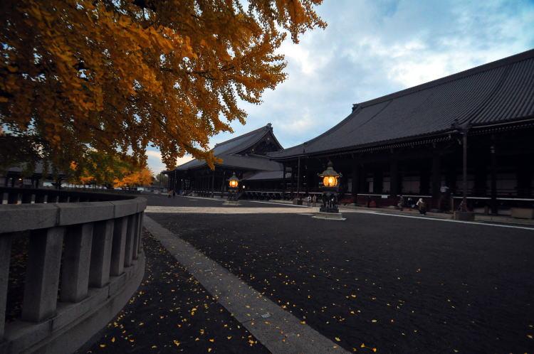 西本願寺・境内 日本の遺産・西本願寺・境内・写真 西本願寺・境内 もとに戻る 当サイトに掲載して