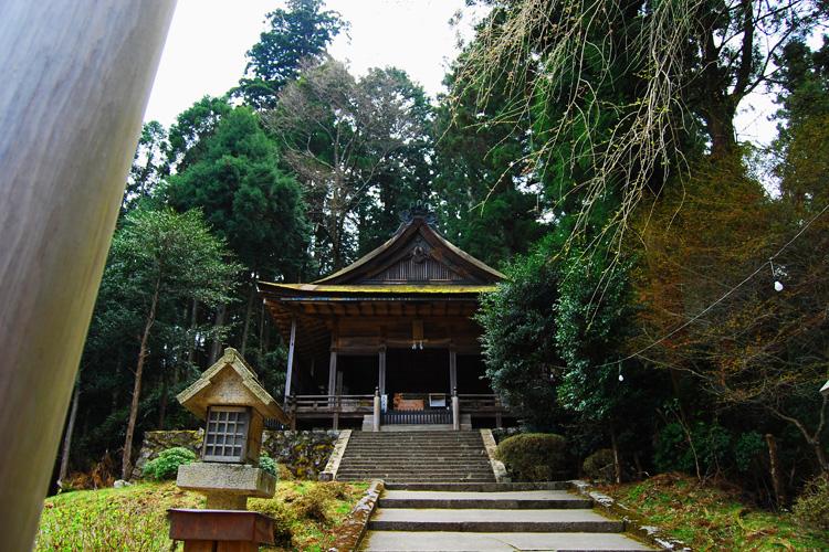金峯神社・拝殿 金峯神社境内(史跡) 拝殿があり、その後方に本殿があります。金峯神社境... 日